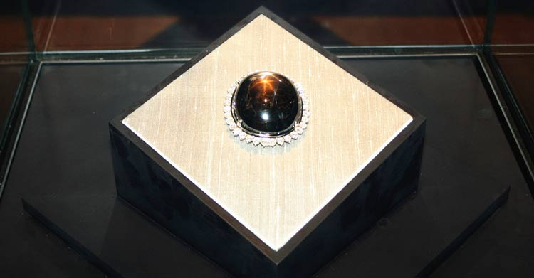 昆士蘭黑星 世界上最大的的星光藍寶石