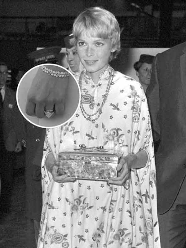 Mia Farrow 梨形鑽石戒指