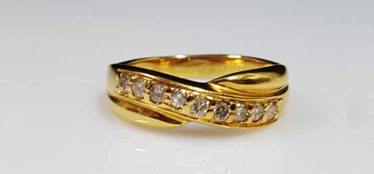 黃金線形鑽戒  9顆 8心8箭鑽石設計而成 己售出