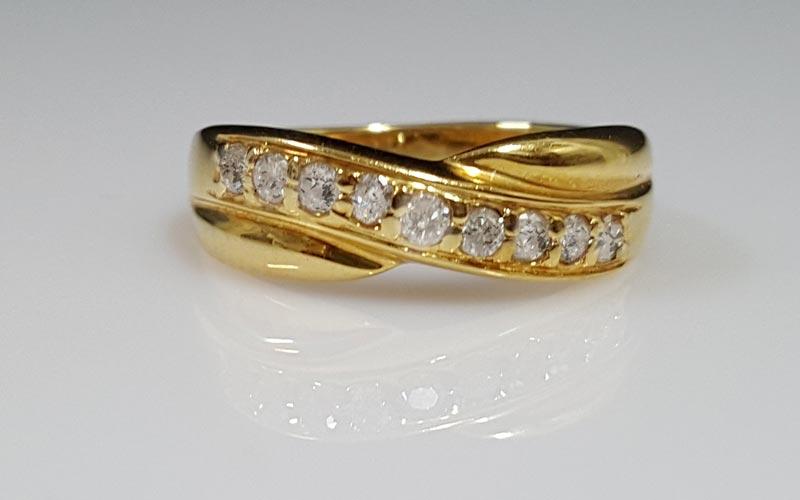 八心八箭的鑽石戒指