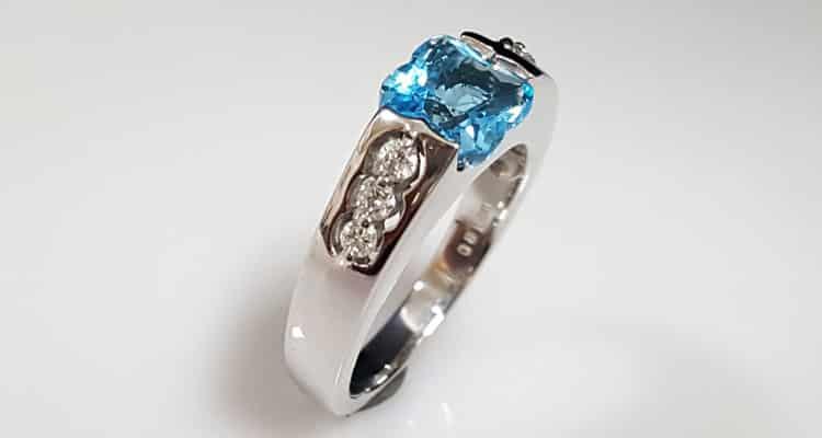 托帕石戒指 1.8ct的托帕石