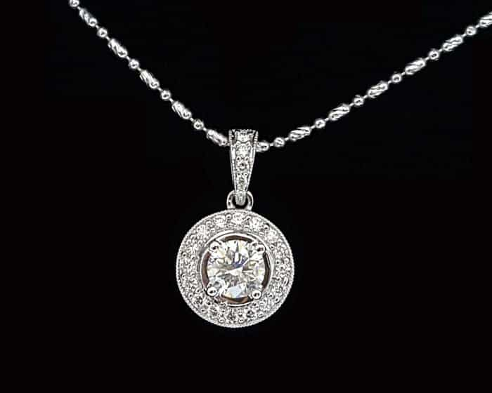 鑽石項鍊 的正面圖