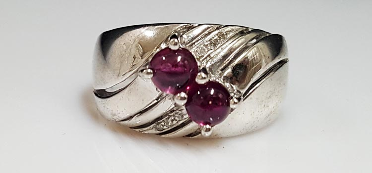 紅色寶石戒指