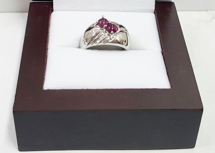 紅色寶石戒指精美盒裝