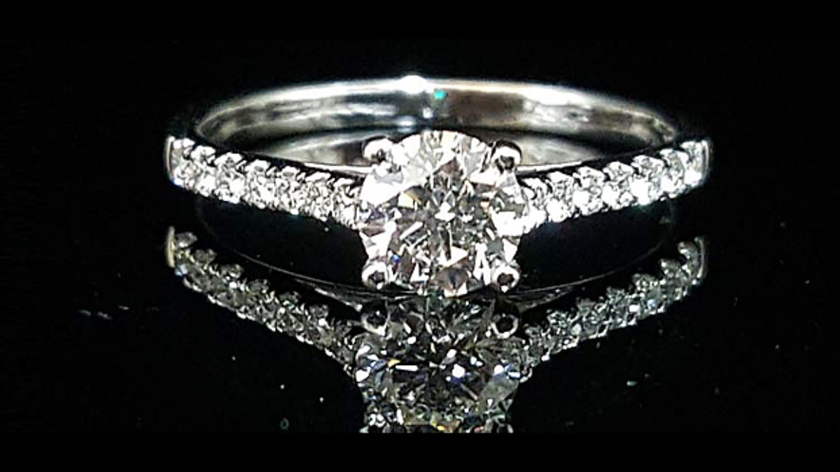 情人節送禮 GIA鑽石戒指 給她最快樂一天 Gia鑽石與經典四爪鑽戒