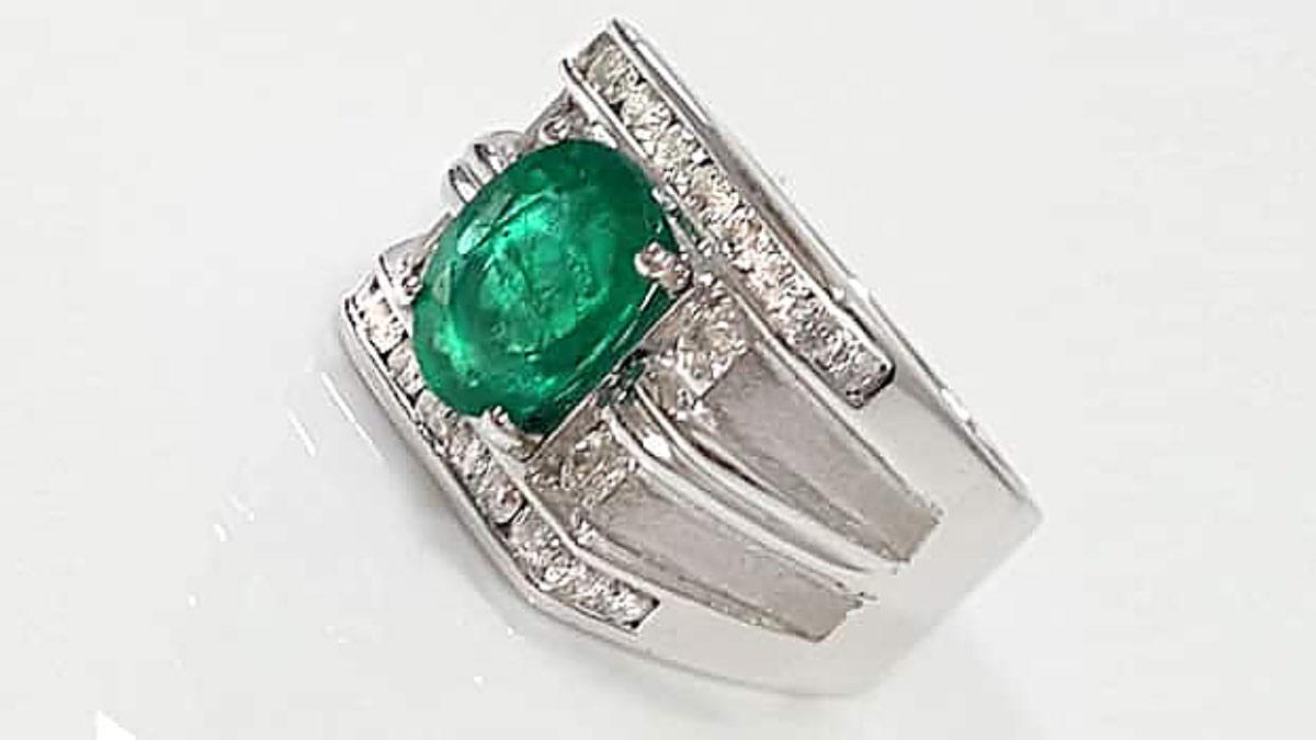 祖母綠男戒指 天然祖母綠寶石2.83克拉戒台鑽石,K金重達 4.5錢 附鑑定書